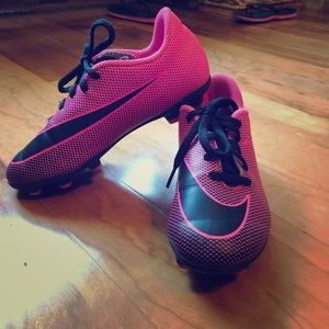 Nike girls soccer cleats size 1